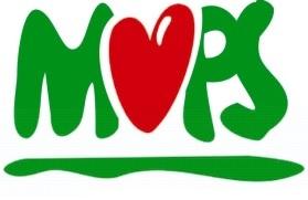 Napis MOPS w kolorze zielonym. Litera O została zastąpiona czerwonym sercem.